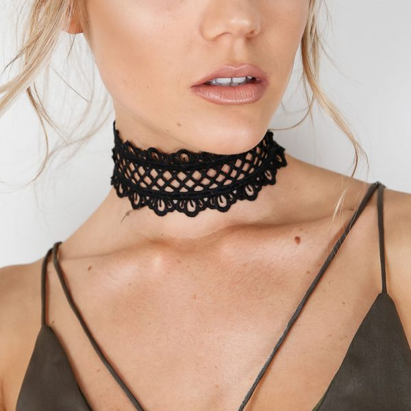 Sexy-hollow-out-lace-black-choker-necklace-Short-punk-vintage-necklace-with-chain-Chic-daisy-flower-1